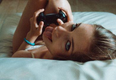 Naked Gamer Girls