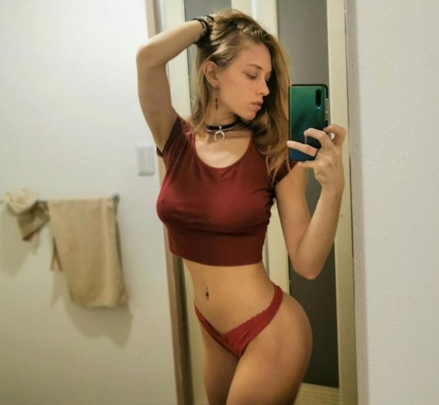 Eva Amateur Onlyfans model